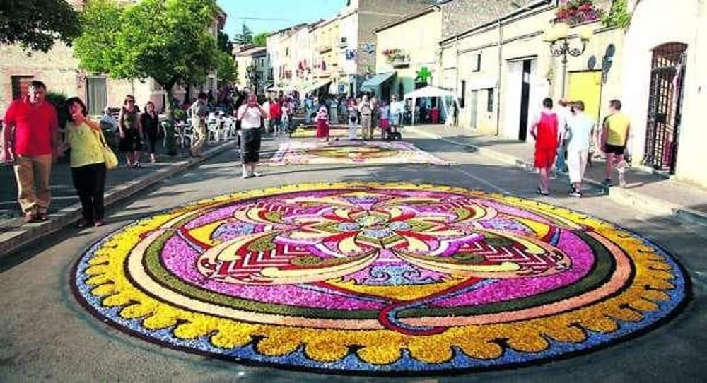 Le Infiorate del Corpus Domini: l'arte floreale colora l'Italia