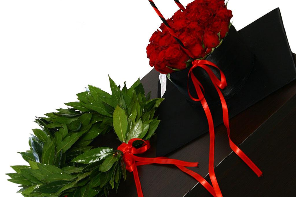 Laurea, come festeggiare. I colori per le corone d'alloro e i fiori più adatti